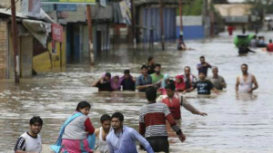 floods Trap thousands of people in Kashmir