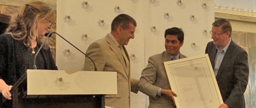 Khurram-Award2