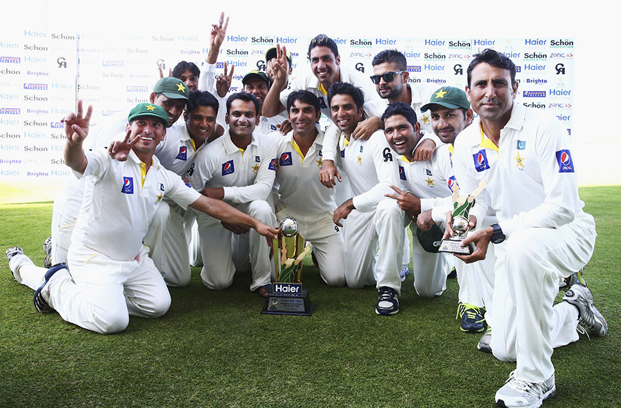 Pakistan's players pose with the trophy after completing a 2-0 whitewash, Pakistan v Australia