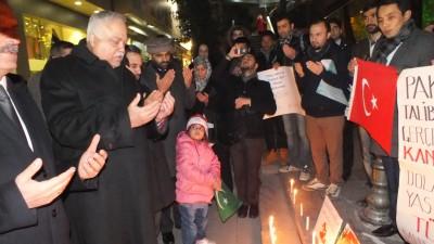 Ambassador of Pakıstan and others offerıng Fateha durıng vıgıl ın Ankara