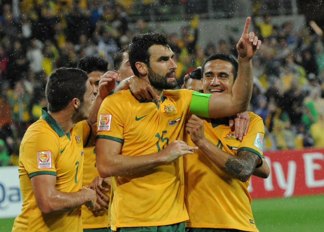 Australia captain Mile Jedinak (C) and Tim Cahill (R) were out of action when their team lost 1-0 to South Korea in the group phase, but their return to the lineup has installed Australia as the favorites. Photo by Mal Fairclough/AFP
