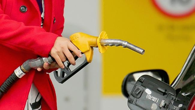 Petrol prices dropped less than $1 a litre in Melbourne. Photo- Scott Barbour/Getty Images