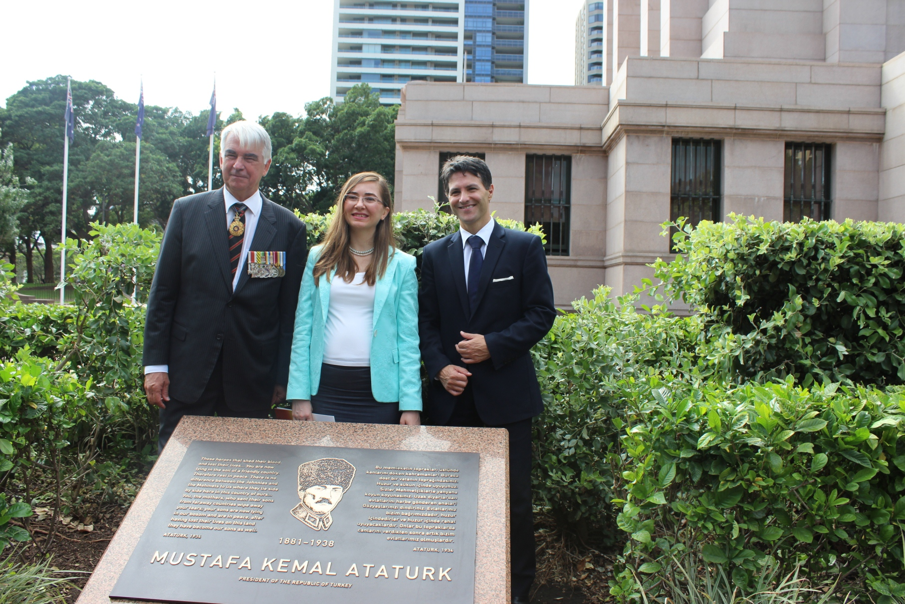 Lt Gen Ken Gillespie, Dr Hanbay Arca and Minister Dominello at Hyde Park behind the Ataturk plaque.
