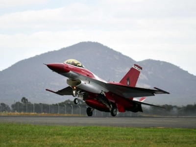 The Singapore Air Force F-16 Black Knights demonstrate precision flying.