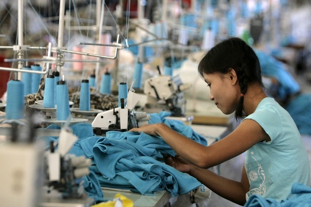 A worker in a garment factory in Mae Sot, Thailand. (Photo: Reuters)