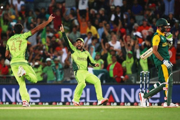Ali, Irfan and Riaz among the wickets as South Africa are bowled out for 202 in 33.3 overs