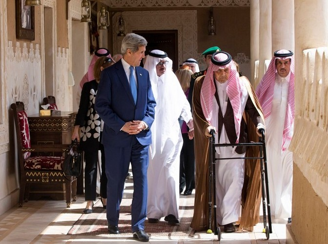 John Kerry (L) walks with Saudi Arabia's FM Saud bin Faisal bin Abdulaziz Al Saud before meeting with Saudi King Salman bin Abdulaziz al-Saud in Diriyah. (Photo: Reuters)