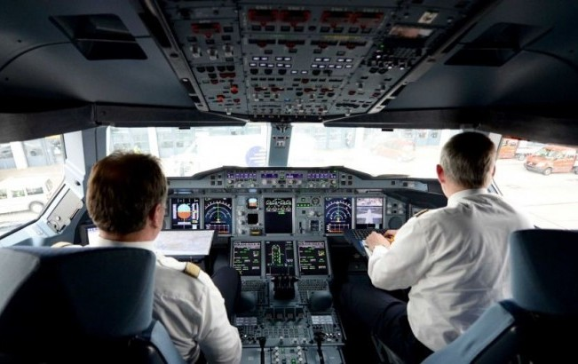 Australia introduces two pilots cockpit rule