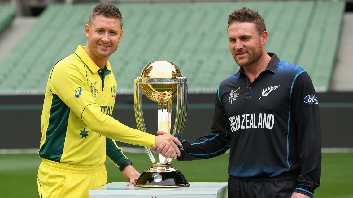Australian captain Michael Clarke (L) and New Zealand captain Brendon McCullum shake hands during a photo session with the ICC Cricket World Cup 2015 trophy in Melbourne on March 28, 2015 (AFP Photo/Saeed Khan)