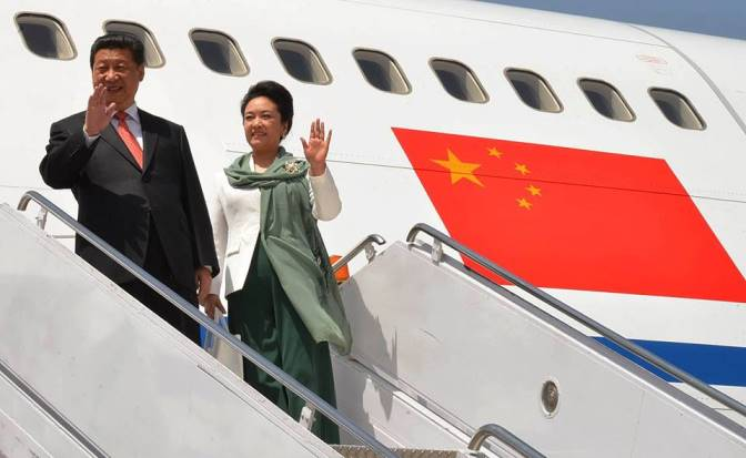 Chinese President Mr Xi Jinping and the First Lady Peng Liyuan wave upon their arrival in the capital amid a grand welcome.