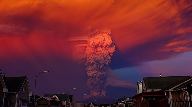 The Chilean Calbuco volcano seen from Puerto Montt, located 600 miles south of Santiago de Chile, Chile on April 22, 2015. Photo: Alex Vidal Brecas—EPA