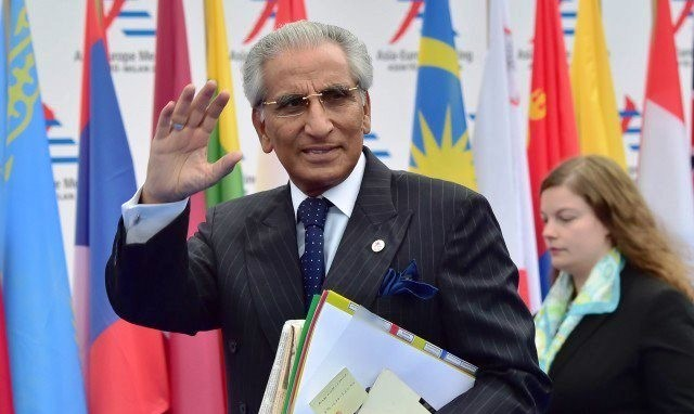 Special assistant to Prime Minister, Syed Tariq Fatemi, arrives to attend the 10th Asia-Europe Meeting (ASEM) on October 16, 2014 in Milan. AFP / Giuseppe Cacace