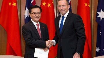 Australian Prime Minister Tony Abbott and Chinese Trade Minister Gao Hucheng attended the signing ceremony Wednesday in Canberra.