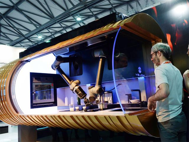World's first robotic arms can make up to 2000 meals from an ever-expanding menu of recipes.