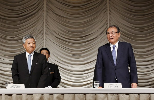 Nikkei's President and CEO Naotoshi Okada (L) and Chairman Tsuneo Kita (R) take their seats before a news conference in Tokyo July 24, 2015.