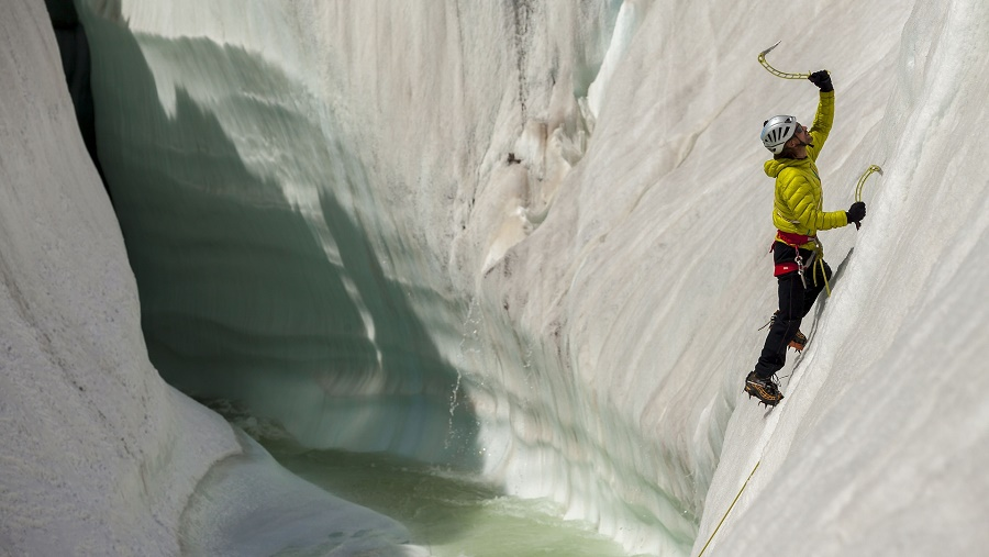Training climb on the ice features of the Baltoro glacier. PHOTO: DAVID KASZLIKOWSKI