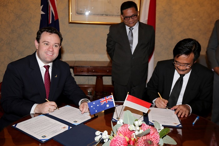 Minister Ayres with Vice Governor of Jakarta signing the MOU with NSW