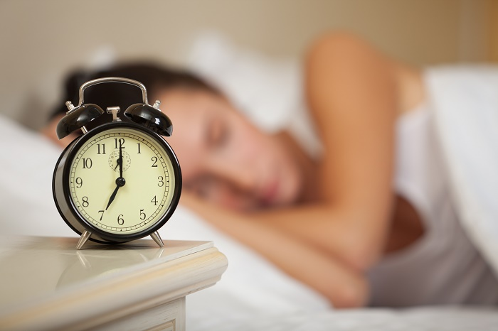 sleeping-woman-and-alarm-clock