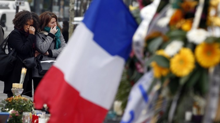 Two women cry as they pay tribute to the victims of Paris attacks at the Place de la Republique in Paris, France, November 27, 2015. Photo: Eric Gaillard Reuters