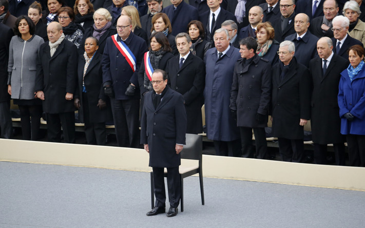 French President Francois Hollande stands in front of members of the French government, officials and guests during a ceremony to pay a national homage to the victims of the Paris attacks at Les Invalides monument in Paris, France, November 27, 2015. Photo: Jacky Naegelen