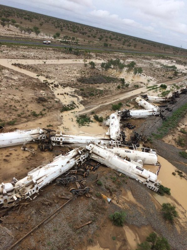 2 kilometer exclusion zone remains around Julia Creek train derailment following sulfuric acid spill.