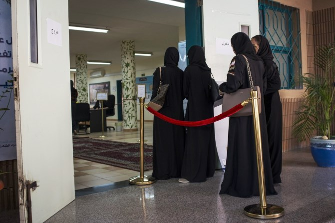 Women line up to vote at a girls high school in North Jeddah. Photo: WALL STREET JOURNAL