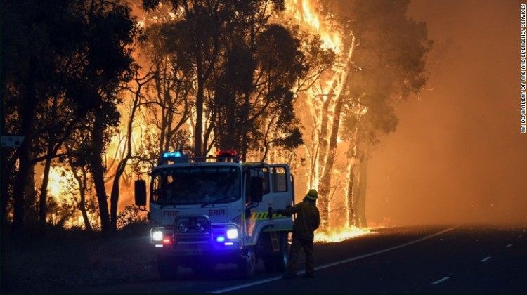 Firefighters battle bushfire in Australia
