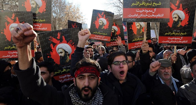 iranian-men-hold-portraits-of-prominent-shiite-muslim