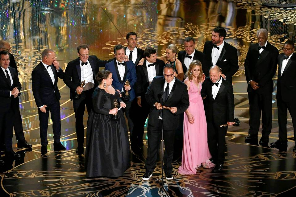 "Team ""Spotlight"" accepts the best picture Oscar."