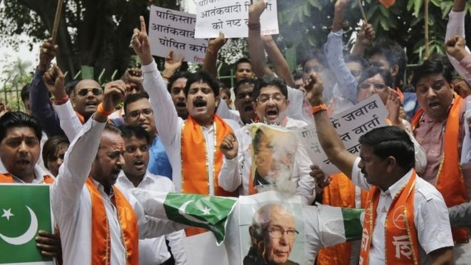 Hindu hardliners threatens to dig up pitch if Pakistan plays in India