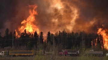 Raging wildfire forces 80000 to flee Canadian town. Photo: CBC News/Reuters