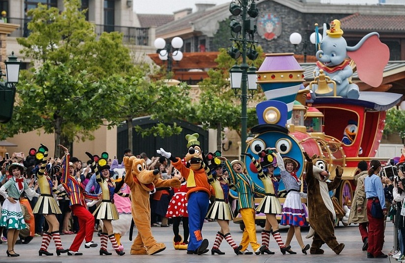 Cartoon characters take cruise at Shanghai Disneyland on June 16, 2016