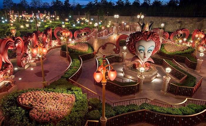 Alice in Wonderland Maze, a Fantasyland attraction featured at Shanghai Disneyland.