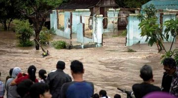 Indonesian floods, landslides leave 47 dead, dozens missing. Photo: Antara Foto/Maulana Surya/via REUTERS