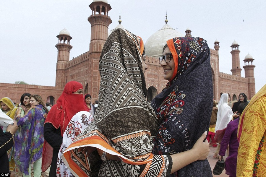 Pakistani women share greeting after offering Eid al-Fitr prayers at the historical Badshahi mosque in Lahore, Pakistan. Photo: AP