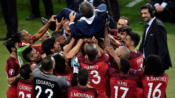 Portugal's players celebrate Portugal's coach Fernando Santos after their 1-0 win over France in the Euro 2016 final football match between Portugal and France at the Stade de France in Saint-Denis, north of Paris, on July 10, 2016. / AFP / PHILIPPE LOPEZ (Photo credit should read PHILIPPE LOPEZ/AFP/Getty Images)