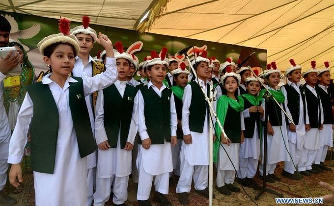Pakistani children sing national anthem during a ceremony to mark Pakistan's Independence Day in northwest Pakistan's Peshawar on Aug. 14, 2016. Photo: Xinhua/Umar Qayyum