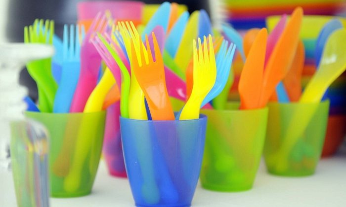 France to bans all plastic dishware starting in 2020