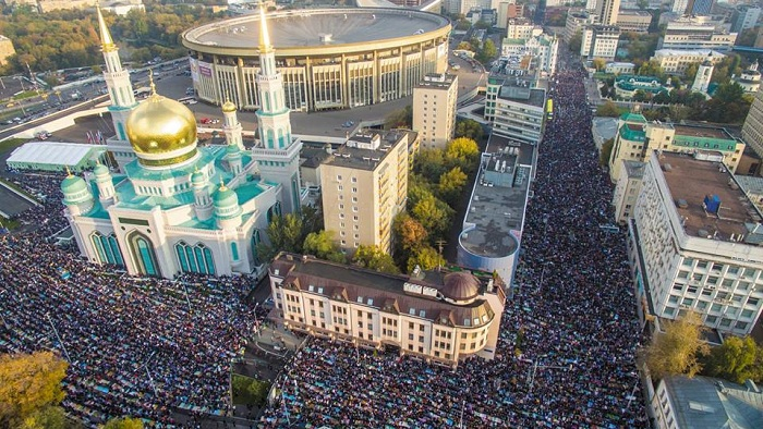 Aerial view of Eil al-Adha prayers at Moscow Cathedral Mosque.
