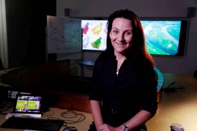 Associate Professor Kerrie Wilson from The University of Queensland has received the 2016 Frank Fenner Prize for Life Scientist of the Year for work in conservation.