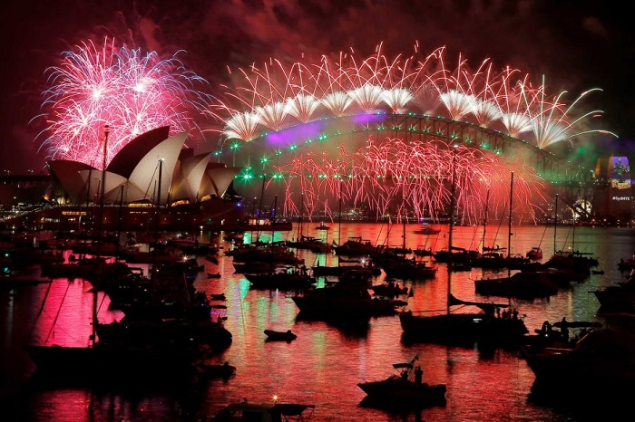 Fireworks explode over the Sydney Opera House and Harbour Bridge as Australia ushers in the New Year. Photo: Reuters/Jason Reed