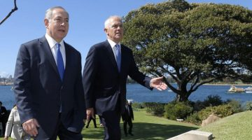 Israeli Prime Minister Benjamin Netanyahu (L) walks with Australian Prime Minister Malcolm Turnbull upon their arrival at Admiralty House in Sydney, Wednesday, Feb. 22, 2017. Mr Netanyahu is the first Israeli prime minister to visit Australia. (AAP Image/Reuters Pool, Jason Reed) NO ARCHIVING