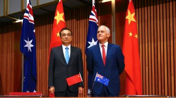 Chinese Premier Li Keqiang (R) meets with Australian Prime Minister Malcolm Turnbull (L) in Sydney, Australia