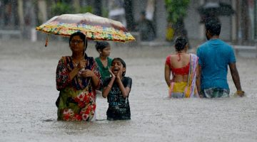 South Asia flood: Monsoon rain kills 1200 in India, Nepal and Bangladesh