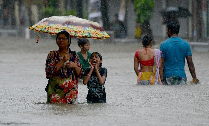 South Asia flood: Monsoon rain kills 1200 in India, Nepal and Bangladesh