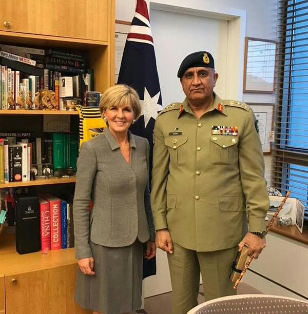 Pakistan Army Chief General Qamar Javed Bajwa with Australian Foreign Minister Julie Bishop. Photo: ISPR