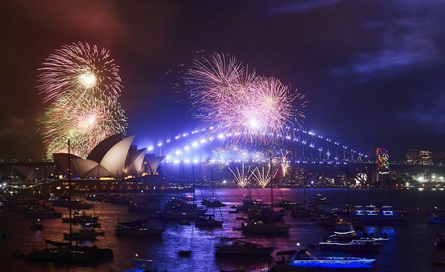 What better way to send off the New Year 2018 in Australia than with rainbow fireworks cascading from Sydney Harbour Bridge